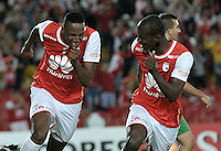BOGOTA- COLOMBIA – 11-02-2016: Yerry Mina (Izq) jugador del Independiente Santa Fe de Colombia, celebra el segundo gol anotado Oriente Petrolero de Bolivia, durante partido de vuelta entre Independiente Santa Fe de Colombia y Oriente Petrolero de Bolivia, por la primera fase de la Copa Bridgestone Libertadores en el estadio Nemesio Camacho El Campin, de la ciudad de Bogota. / Yerry Mina (L) player of Independiente Santa Fe of Colombia, celebrates the second goal scored to Oriente Petrolero of Bolivia during a match for the second leg between Independiente Santa Fe of Colombia and Oriente Petrolero of Bolivia for the first phase, of the Copa Bridgestone Libertadores in the Nemesio Camacho El Campin in Bogota city.VizzorImage / Luis Ramirez / Staff