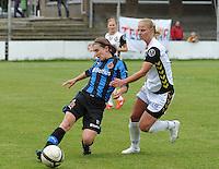Club Brugge Dames - Telstar Ijmuiden : duel tussen Barbara Lezy (links) en Dominique Vugts<br /> foto Dirk Vuylsteke / nikonpro.be