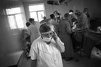 """Nagorny-Karabach, 21.05.2011, Shushi. Eine Krankenschwester geht w?hrend einer Operation im Krankenhaus Schuschi ans Handy. """"The Twentieth Spring"""" - ein Portrait der s¸dkaukasischen Stadt Schuschi, 20 Jahre nach der Eroberung der Stadt durch armenische K?mpfer 1992 im B¸gerkrieg um die Unabh?ngigkeit Nagorny-Karabachs (1991-1994).A nurse gets on the phone during a surgery in the local hospital. """"The Twentieth Spring"""" - A portrait of Shushi, a south caucasian town 20 years after its """"Liberation"""" by armenian fighters during the civil war for independence of Nagorny-Karabakh (1991-1994). .Une infirmière reçoit un appel téléponique pendant une opération chirurgicale à l'hôpital local.""""Le Vingtieme Anniversaire"""" - Un portrait de Chouchi, une ville du Caucase du Sud 20 ans après sa «libération» par les combattants arméniens pendant la guerre civile pour l'indépendance du Haut-Karabakh (1991-1994)..© Timo Vogt/Est&Ost, NO MODEL RELEASE !!"""
