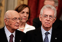 Il nuovo Presidente del Consiglio Mario Monti, a destra, col Presidente della Repubblica Giorgio Napolitano, durante la foto di famiglia al termine della cerimonia del giuramento del nuovo governo al Quirinale, Roma, 16 novembre 2011..Italian new Premier Mario Monti, right, flanked by the Italian President Giorgio Napolitano, during the family photo at the end of the swearing ceremony of the new government at the Quirinale presidential palace in Rome, 16 november 2011..UPDATE IMAGES PRESS/Riccardo De Luca