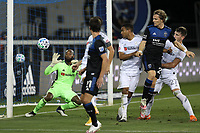 SAN JOSE, CA - NOVEMBER 4: Kenneth Vermeer #1 of LAFC during a game between Los Angeles FC and San Jose Earthquakes at Earthquakes Stadium on November 4, 2020 in San Jose, California.