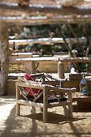 Europe/France/2A/Corse du Sud/ Murtoli: Détail décoration du Restaurant de  plage du Domaine de Murtoli dans la vallée de l'Ortolo  sur le Golfe de Roccapina- Les anciennes  bergeries ont étées transformées en maison d'hôtes - Hôtellerie de luxe