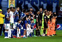 BOGOTÁ - COLOMBIA, 02–05-2018: Los jugadores de Millonarios, y Envigado F. C., antes de partido aplazado de la fecha 16 entre Millonarios y Envigado F. C., por la Liga Aguila I 2018, jugado en el estadio Nemesio Camacho El Campin de la ciudad de Bogotá. / The players of Millonarios and Envigado F.C., prior a match of the 18th date between Millonarios and Envigado F. C., for the Liga Aguila I 2018 played at the Nemesio Camacho El Campin Stadium in Bogota city, Photo: VizzorImage / Luis Ramírez / Staff.