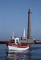 Europe/France/Bretagne/29/Finistère/Ile Vierge: le phare et le bâteau de Pierre THERENE