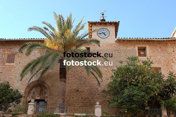 church of Fornalutx, view from the Plaza de España<br /> <br /> iglesia de Fornalutx, vista desde la Playa de España (cat.: Placa d'Espanya)<br /> <br /> Kirche von Fornalutx, von der Plaza de España aus<br /> <br /> 3008 x 2000 px<br /> 150 dpi: 50,94 x 33,87 cm<br /> 300 dpi: 25,47 x 16,93 cm