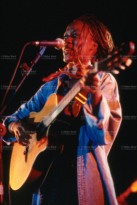 Mali. Bamako. The musician Rokia Traore plays the guitar and sings during a concert at Mamadou Konate stadium. © 1997 Didier Ruef