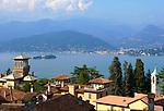 Italien, Piemont, Stresa: Blick ueber Stresa zur Isola Madre im Lago Maggiore   Italy, Piedmont, Stresa: view across Stresa at Isola Madre and Lago Maggiore