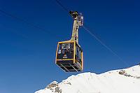 Seilbahn zur Gipfelstation des Nebelhorn bei  Oberstdorf im Allgäu, Bayern, Deutschland<br /> cable car onto top station of  Mt.Nebelhorn near Oberstdorf, Allgäu, Bavaria, Germany