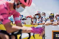 fans awaiting the riders at the team presentation to catch a glimpse..<br /> <br /> Stage 4 from Tours to Chateauroux (160.6km)<br /> 108th Tour de France 2021 (2.UWT)<br /> <br /> ©kramon