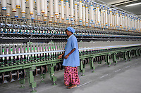 INDIA Tirupur , fair trade textile units , MLR Spinning factory/ INDIEN Tamil Nadu, Tirupur,  fairtrade Textilbetriebe , Spinnerei MLR produziert Garne fuer Assisi Garments