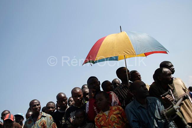 © Remi OCHLIK/IP3, Rutshuru , Republique Democratique du Congo, le 22 novembre 2008 - Meeting orgnisé par le CNDP ( La rebellion ) pour faire un bilan de leur action - En presence de Laurent Nkunda..Rebellion (CNDP) chief, Laurent Nkunda, delivers a speach duing a big meeting in Rutshuru