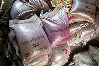 SAMBIA, Chipata, village Chibisa, small scale farmer Harison Mbao, contract cotton farmer for China-Africa Cotton who supply the seeds to the farmer / ZAMBIA  Chipata, village Chibisa, Kleinbauer Harison Mbao, Baumwolle Vertragsanbau fuer China-Africa Cotton die auch das Saatgaut an den Bauern liefern