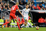 Daniel Ceballos of Real Madrid (R) in action against Guido Pizarro of Sevilla FC (L) during La Liga 2017-18 match between Real Madrid and Sevilla FC at Santiago Bernabeu Stadium on 09 December 2017 in Madrid, Spain. Photo by Diego Souto / Power Sport Images