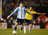 BUENOS AIRES - ARGENTINA - 07-06-2013: Federico Fernandez (Izq.) jugador de Argentina disputa el balón con Radamel Falcao Garcia (Der.) de Colombia, durante partido en estadio Monumental Antonio Vespucio Liberti, Buenos Aires Argentina, junio 7 de 2013. Argentina y Colombia disputan partido por la clasificación a la Copa Mundo FIFA Brasil 2014 (Foto: Photogamma / Javier Garcia Martino/ Vizzorimage). Federico Fernandez (L) Argentina player fights for the ball with con Radamel Falcao Garcia (R) of Colombia, during game at Antonio Vespucio Liberti Monumental Stadium, Buenos Aires, Argentina, June 7, 2013. Argentina and Colombia dispute the qualifier match for the 2014 FIFA World Cup Brazil. (Photo: Photogamma / Javier Garcia Martino/ Vizzorimage)