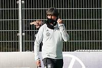 Bundestrainer Joachim Loew (Deutschland Germany) nimmt die Mund-Nasen-Schutzmaske ab - 31.08.2020: Erstes Training der Deutschen Nationalmannschaft vor dem Nations League gegen Spanien, ADM Sportpark Stuttgart
