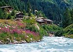 Austria, East-Tyrol, near Matrei, Aussergschloess: alpine pasture huts at Tauern Brooke | Oesterreich, Ost-Tirol, bei Matrei, Aussergschloess: Almhuetten am Tauernbach