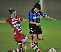 20131001 - VARSENARE , BELGIUM :  Antwerp Aafke Den Ridder (left) pictured with the tackle on Brugge's Ingrid De Rycke (right) during the female soccer match between Club Brugge Vrouwen and Royal Antwerp FC Ladies , of the fifth matchday in the BENELEAGUE competition. Tuesday 1 October 2013. PHOTO DAVID CATRY