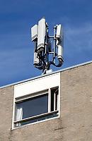 Nederland  Amsterdam   2021.  Zendmast op een appartementencomplex.   Foto Berlinda van Dam / HH / ANP.
