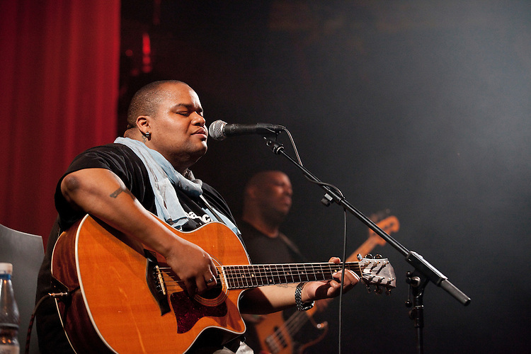 Europa, DEU, Deutschland, Nordrhein Westfalen, NRW, Rheinland, Niederrhein, Moers, Moers Festival 2010, Toshi Reagon & BIGLovely, Line up - Toshi Reagon_voc, g, Adam Widoff_g, Fred Cash_b, Joe Magistro_dr, Kategorien und Themen, Menschen, Mensch, Personen, Person, Menschenfotos, People, Musik, Musiker, Konzert, Konzerte, Events....[ For each utilisation of my images my General Terms and Conditions are mandatory. Usage only against use message and proof. Download of my General Terms and Conditions under http://www.image-box.com or ask for sending. A clearance before usage is necessary...Contact | archive@image-box.org | www.image-box.com ]