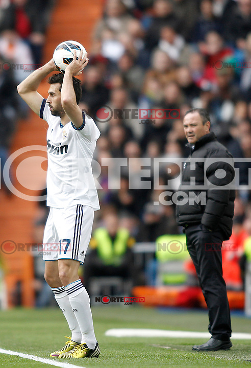 Real Madrid's Arbeloa and Levante's Juan Ignacio Martinez during La Liga BBVA match. April 6, 2013.(ALTERPHOTOS/Alconada)
