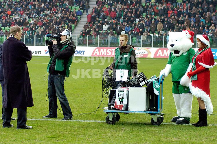 fc groningen -psv eredivisie seizoen 2007-2008 26-12- 2007.supportersvereninging geeft kerstcadeau aan jeugd fc groningen.fotograaf Jan Kanning *** Local Caption ***