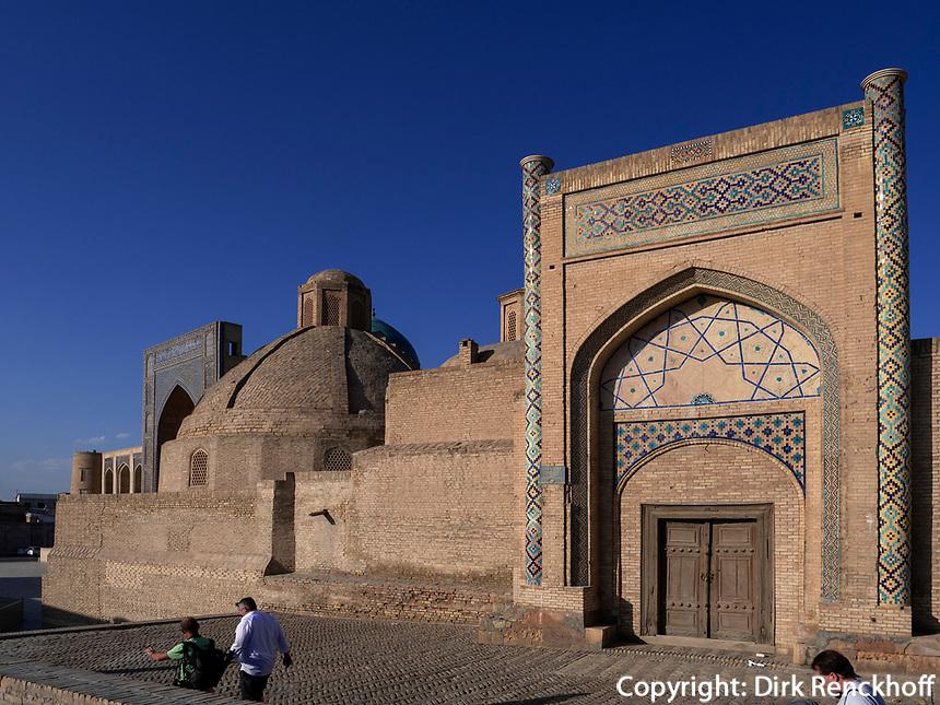 Alim-Khan Medrese in Buchara, Usbekistan, Asien, UNESCO-Weltkulturerbe<br /> Alim Khan Madrasa, Historic City of Bukhara, Uzbekistan, Asia, UNESCO Heritage Site