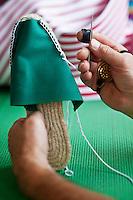 Europe/France/Aquitaine/64/Pyrénées-Atlantiques/Pays-Basque/Mauléon-Licharre: Fabrication des Espadrilles basques chez Don Quichosse  - Couture à la main des Espadrilles.<br /> L'entreprise Don Quichosse c'est vu décerner le label  Entreprise du Partimoine Vivant: EPV. Ce label récompense des entreprises artisanales ou industrielles performantes qui participent au rayonnement économique et culturel de la France