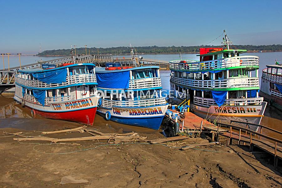 Transporte em braco, Porto do Rio Madeira. Porto Velho. Rondonia. 2019. Foto Lineu Kohatsu