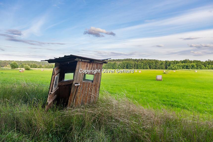 Verfallener Hochsitz, Naturschutzgebiet Rambower Moor, Biosphärenreservat Flusslandschaft Elbe, Prignitz, Brandenburg, Deutschland