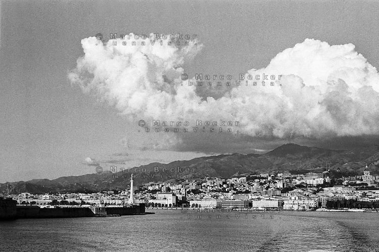 Messina, veduta dallo stretto --- Messina, view from the strait