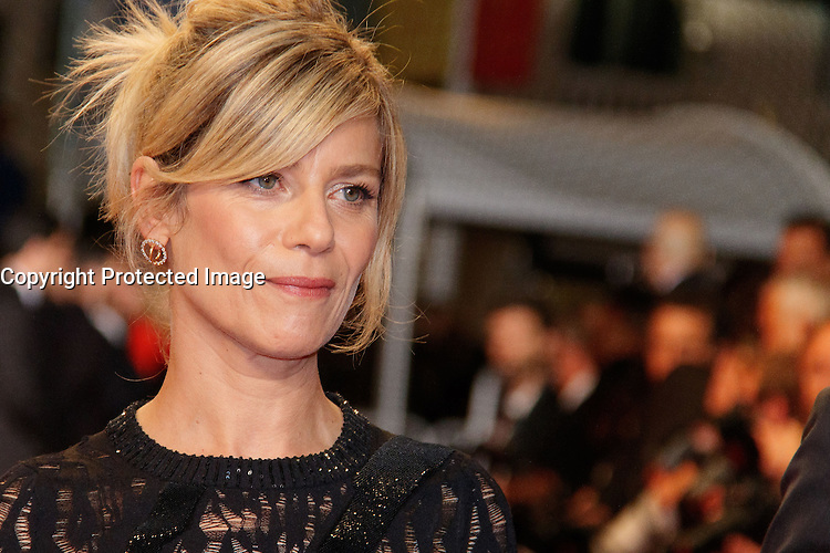 Marina Fois arrive sur le tapis rouge pour la projection du film 'Juste la fin du monde' lors du 69ème Festival du Film à Cannes le jeudi 19 mai 2016.