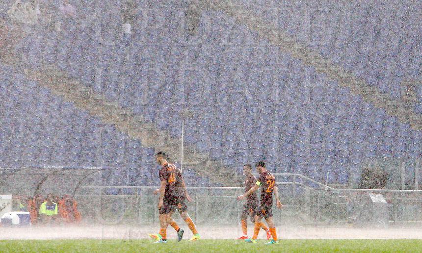 Calcio, Serie A: Roma vs Sampdoria. Roma, stadio Olimpico, 11 settembre 2016.<br /> Heavy rain falls during the Italian Serie A football match between Roma and Sampdoria at Rome's Olympic stadium, 11 September 2016. Roma won 3-2.<br /> UPDATE IMAGES PRESS/Riccardo De Luca