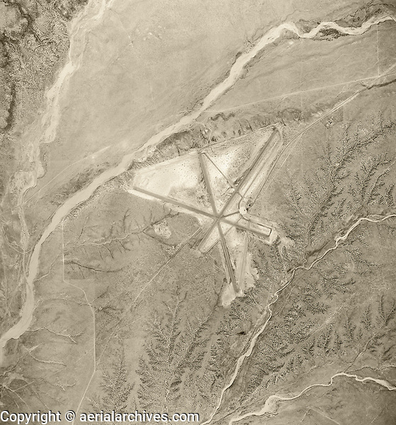 historical aerial photograph of the Santa Fe Regional Airport (SAF), Santa Fe, New Mexico, 1951