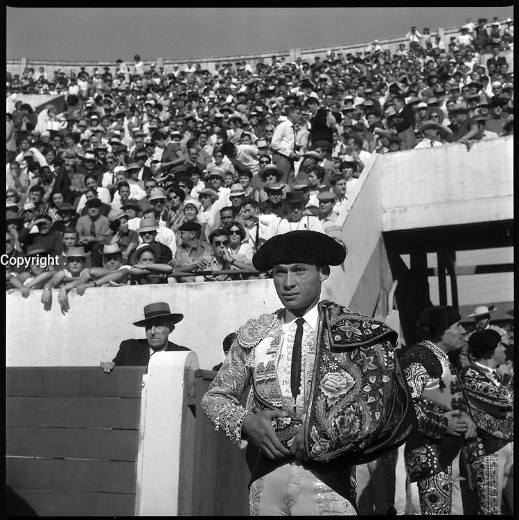 18 Septembre 1966. Vue de l'entrée du torero Curro Giron dans les arènes de Toulouse.