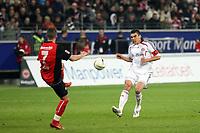 Lucio (Bayern) flankt ueber Benjamin Koehler (EIntracht)<br /> Eintracht Frankfurt vs. FC Bayern Muenchen, Commerzbank Arena<br /> *** Local Caption *** Foto ist honorarpflichtig! zzgl. gesetzl. MwSt. Auf Anfrage in hoeherer Qualitaet/Aufloesung. Belegexemplar an: Marc Schueler, Am Ziegelfalltor 4, 64625 Bensheim, Tel. +49 (0) 6251 86 96 134, www.gameday-mediaservices.de. Email: marc.schueler@gameday-mediaservices.de, Bankverbindung: Volksbank Bergstrasse, Kto.: 151297, BLZ: 50960101