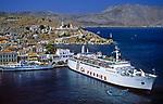 Griechenland, Dodekanes, Insel Symi, Chorio: Faehrschiff im Hafen Gialós | Greece, Symi Island, Chorio: ferry at harbour Gialós