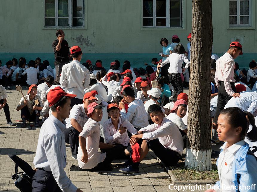 Schüler in Pyongyang, Nordkorea, Asien<br /> pupils in Pyongyang, North Korea, Asia