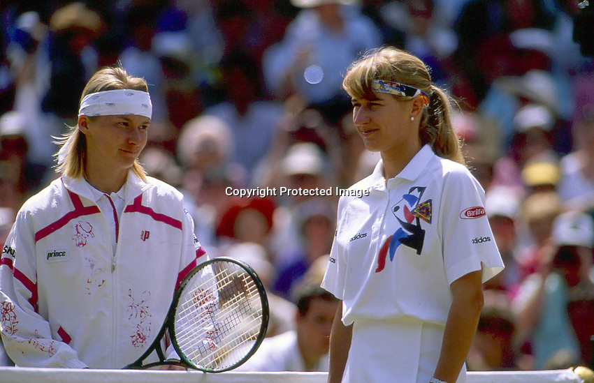 1993, Tennis, Wimbledon, Jana Novotna and Steffie Graf before the final.