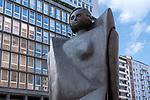 """Milano, Via Vittor Pisani, luglio 2020<br /> """"Personaggio"""" La scultura realizzata in bronzo dall'artista  Rachele Bianchi nel 1999"""