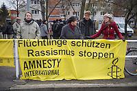 """Mehr als 3.500 Menschen protestierten am Samstag den 22. November 2014 in Berlin Marzahn-Hellersdorf gegen einen Aufmarsch von ca. 550 Neonazis, Hooligans, NPD-Mitgliedern, Mitgliedern der Neonazipartei """"Die Rechte"""", sowie einer sog. Buergerinitiative """"Gegen Asylmissbrauch den Mund aufmachen"""".<br /> Die Rechtsradikalen wollten gegen eine geplante Fluechtlingsunterkunft protestieren und durch den Stadtteil marschieren.<br /> Dagegen versammelten sich bereits Stunden vor dem Neonazi-Aufmarsch ueber 1.500 Menschen an mehreren Punkten der Marschroute an den Polizeiabsperrungen.<br /> Bis zum Einbruch der Dunkelheit konnte der rechtsradikale Aufmarsch nur ca. 70 Meter Wegstrecke zurueck legen und wurde dann von der Polizei in einer chaotischen Aktion zum S-Bahnhof gebracht. Gegendemonstranten gelang es nach unverstaendlichen Polizeimanoevern bis auf wenige Meter an die Rechtsradikalen zu gelangen und es kam zu Auseinandersetzungen bei denen beide Seiten sich mit Flaschen, Steinen und Feuerwerkskoerpern bewarfen.<br /> Im Bild: Auch Mitglieder von Amnesty International-Deutschland beteiligten sich an den Protesten gegen die Rechtsradikalen.<br /> 22.11.2014, Berlin<br /> Copyright: Christian-Ditsch.de<br /> [Inhaltsveraendernde Manipulation des Fotos nur nach ausdruecklicher Genehmigung des Fotografen. Vereinbarungen ueber Abtretung von Persoenlichkeitsrechten/Model Release der abgebildeten Person/Personen liegen nicht vor. NO MODEL RELEASE! Nur fuer Redaktionelle Zwecke. Don't publish without copyright Christian-Ditsch.de, Veroeffentlichung nur mit Fotografennennung, sowie gegen Honorar, MwSt. und Beleg. Konto: I N G - D i B a, IBAN DE58500105175400192269, BIC INGDDEFFXXX, Kontakt: post@christian-ditsch.de<br /> Bei der Bearbeitung der Dateiinformationen darf die Urheberkennzeichnung in den EXIF- und  IPTC-Daten nicht entfernt werden, diese sind in digitalen Medien nach §95c UrhG rechtlich geschuetzt. Der Urhebervermerk wird gemaess §13 UrhG verlangt.]"""