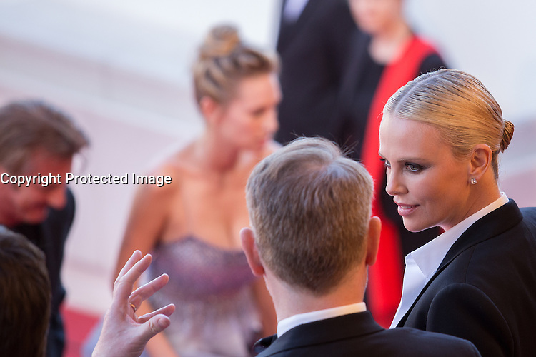 Charlize Theron - CANNES 2016 - MONTEE DU FILM 'THE LAST FACE'