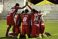 TUNJA -COLOMBIA, 11-04-2015: Carlos Rivas  jugador de  Patriotas FC celebra con sus compañeros  un gol anotado a Uniautonoma durante partido por la fecha 15 de La Liga Aguila I 2015 jugado en el estadio La Independencia de la ciudad de Tunja. / Carlos Rivas (L) player of Patriotas FC celebrates with his teammates his goal scored to Uniautonoma during the match for the 15th date of La Liga Aguila I 2015 played at La Independence stadium in Tunja. Photo: VizzorImage / Cesar Melgarejo  / Cont