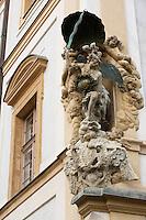 Europe/République Tchèque/Prague:Détail ex-voto d'une maison baroque sur l'esplanade du Château ,quartier Hradcany