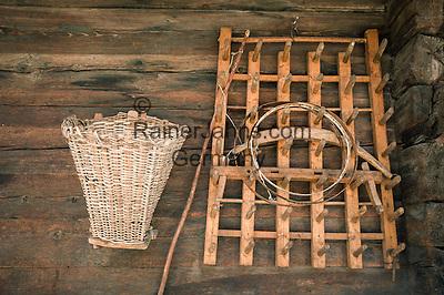 Switzerland, Canton Valais, Albinen: old farming tools used as decoration | Schweiz, Kanton Wallis, Albinen: alte Bauerngeraetschaften als Dekorationsstuecke