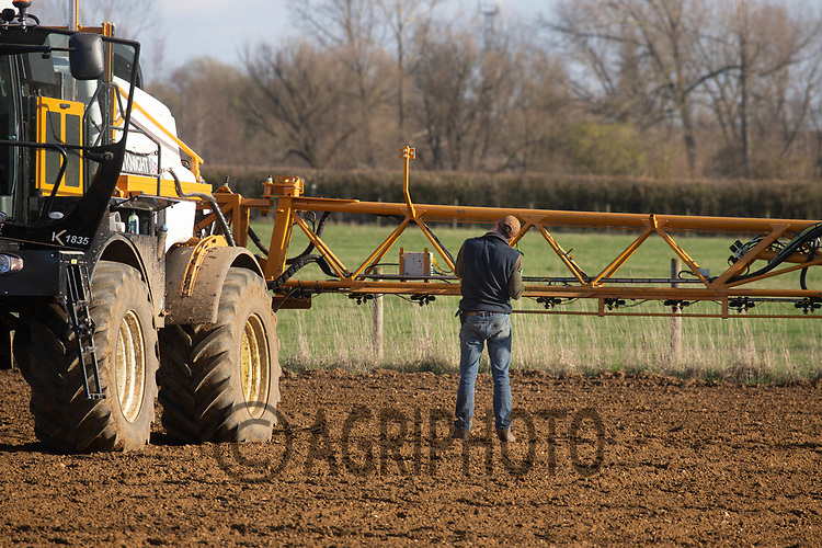 24-3-2021 Pre-emergence spraying sugar beet in Lincolnshire <br /> ©Tim Scrivener Photographer 07850 303986<br />      ....Covering Agriculture In The UK....