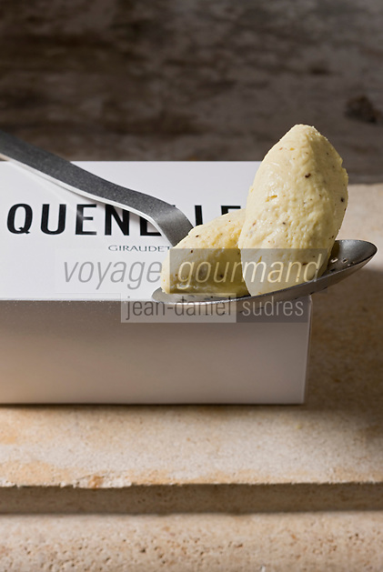 Europe/France/Rhône-Alpes/01/Ain/ Bourg-en-Bresse: Les quenelles Giraudet moulées à la cuiller - Stylisme : Valérie LHOMME