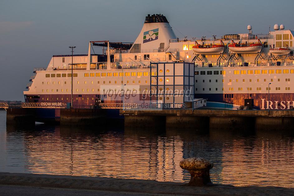 Europe/France/Normandie/Basse-Normandie/50/Manche/Cherbourg: Ferry dans le port de Cherbourg //Europe/France/Normandie/Basse-Normandie/50/Manche/Cherbourg: Ferry in the port of Cherbourg