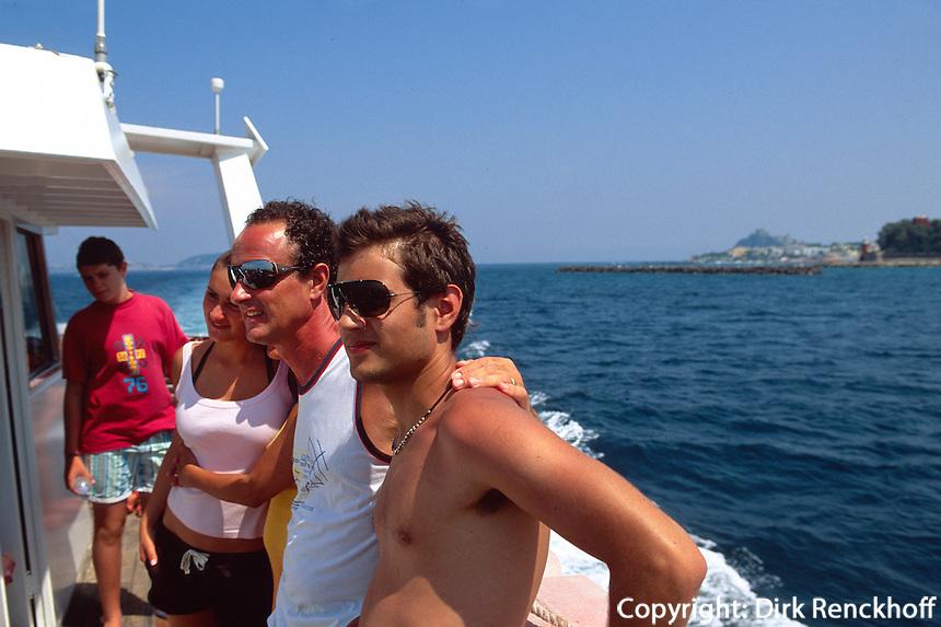 Italien, Ischia, Ausflugd-Boot vor Nordküste
