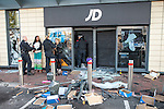 © Joel Goodman - 07973 332324 . 07/08/2011 . London , UK . Police detain looters outside a branch of JD Sports at Tottenham Hale Retail Park . Overnight rioting and looting in Tottenham , following a protest against the police shooting of Mark Duggan . Photo credit : Joel Goodman