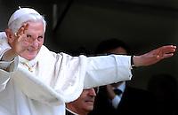 Papa Benedetto XVI alla Santa Messa in Piazza San Carlo.Torino 02/05/2010 .Visita di Papa Benedetto XVI alla Sacra Sindone esposta a Torino.Foto Giorgio Perottino / Insidefoto .Pope Benedict XVI celebrates a Mass in Piazza San Carlo, Torino, may, 02, 2010